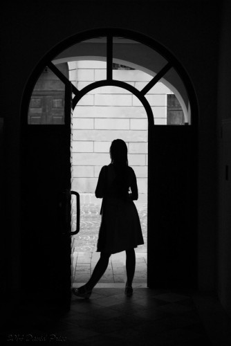 DSC_1148BW-Alisa-Silhouette-In-A-Doorway-(1800)